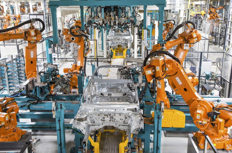 Robotisation And Mercedes Bring A Thousand New Jobs To