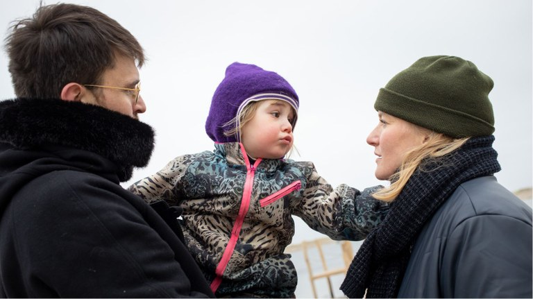 Malte Conrad with daughter and wife