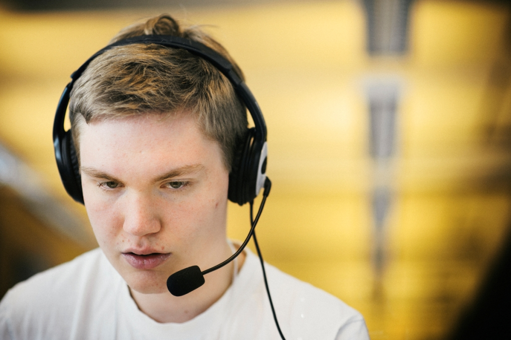 Call centres: young people's entry into working life