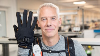 Extra power with robot gloves